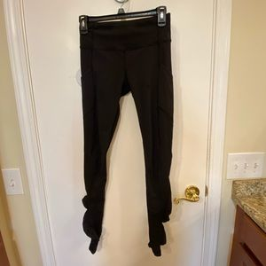 Lululemon Black Leggings with Pockets and Mesh